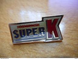 A017 -- Pin's Supermarché Super K -- Exclusif Sur Delcampe - Markennamen