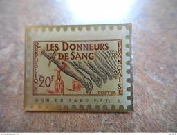 A021 -- Pin's La Poste Les Donneurs De Sang 20F - Postes