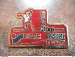 A025 -- Pin's Intersport La Hutte - Balonmano