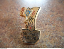 A025 -- Pin's Trophee Alsace - Paracaidismo