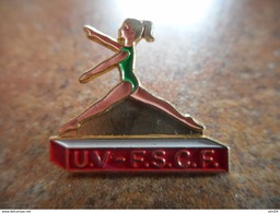 A025 -- Pin's UV - FSCF - Gymnastique