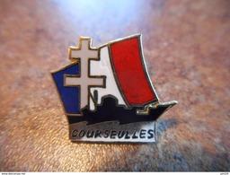 A037 -- Pin's Croix De Lorraine Courseulles - Militaria