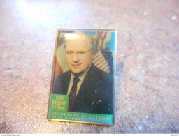 A037 -- Pin's Dick Cheney - Militaria