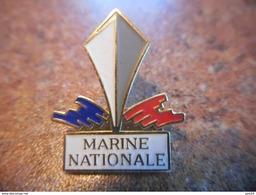 A037 -- Pin's Marine Nationale - Militaria