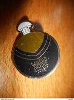 A001 -- Pin's Parfum Magie Noire - Perfume