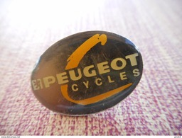 A001 -- Pin's Peugeot Cycles - Peugeot
