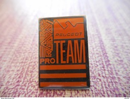 A001 -- Pin's Peugeot Pro Team - Peugeot