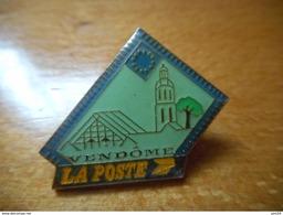 A001 -- Pin's La Poste Vendome - Postes