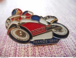 A002 -- Pin's Rochel FRance 125cc - Moto