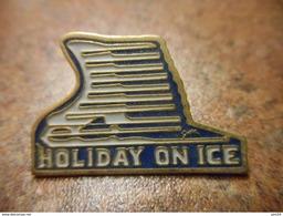 A032 -- Pin's Holiday On Ice - Kunstschaatsen