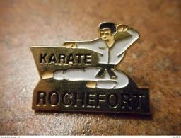A032 -- Pin's Karate Rochefort - Judo