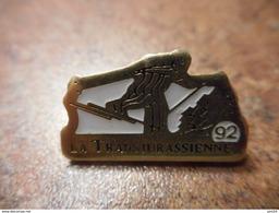 A032 -- Pin's La Transjurasienne 92 - Sports D'hiver