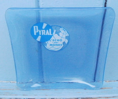 Cendrier En Verre Estampillé PYRAL L'echo Du Monde - Glas