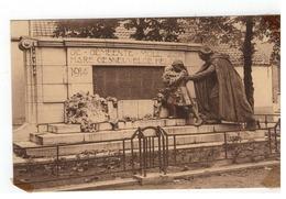 Mol  Moll Standbeeld Van Den Oorlog 1914-1918 Monument Aux Morts De La Guerre1914-1918 (plakrest Hoeken Li Onder Hoek Af - Mol