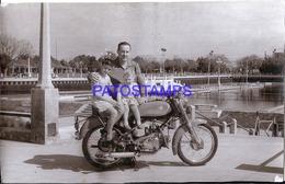 118900 REAL PHOTO MOTORCYCLE MOTO AND MAN & CHILDREN NO POSTAL POSTCARD - Motorbikes