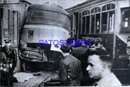 118930 AUTOMOBILE OLD BUS COLECTIVO & TRANVIA TRAMWAY ACCIDENTE YEAR 1959 PHOTO NO POSTAL POSTCARD - Postales