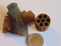 Petites Plaquettes Et Barillet Revolver - Sammlerwaffen