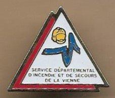 Pin's Service Départemental D'Incendie Et De Secours De La Vienne SDIS Avenue Galilée Chasseneuil-du-Poitou 86 Pompiers - Pompiers