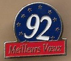 Pin's 92 -1992 Meilleurs Voeux Propagande Européiste Préparation Au Référendum Pour Le Traité De Maastricht - Administrations