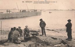 29 Penmarch Pecheurs Sardiniers Preparant La Soupe En Attendant L' Heure De La Marée Peche Pecheur - Penmarch