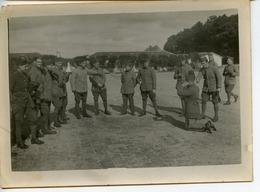 PHOTOGRAPHIE ECOLE SPECIALE MILITAIRE DE SAINT-CYR 1932 SUR LE MARCHFELD ON BAHUTE UN JEUNE - Guerra, Militares