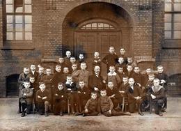 Grande Photo Originale Scolaire - Groupe D'écoliers Dans La Cour De L'école Vers 1900/10 - Cranes Rasés - Anonymous Persons