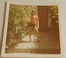 Vieille Photo D'une Fille - Old Photograph Of A Girl - Antigua Fotografía De Una Niña - Personas Anónimos