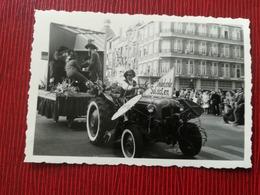 COXYDE KOKSIJDE FURNES FLANDRE OCCIDENTALE BELGIQUE CORTÈGE FOLKLORIQUE PASSAGE DEVANT HÔTEL BRISTOL LOT 4 PHOTOS 1962 - Koksijde