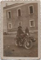 Fotografia Cm. 6 X 8,9 Con Motocicletta D'epoca - Automobiles