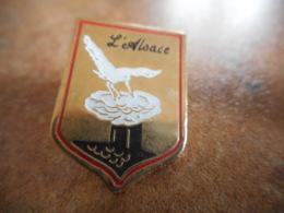 A038 -- Pin's Blason L'Alsace - Villes