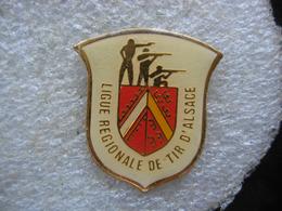 Pin's De La Ligue Régionale De TIR D'Alsace - Boogschieten