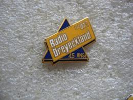 Pin's Des 15 Ans De Radio DREYECKLAND Sur 91.8Mhz En Alsace - Médias