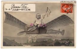 """CP Fantaisie Couleur Bonne Fête """"Bébé Dans Un Avion"""" - Babies"""