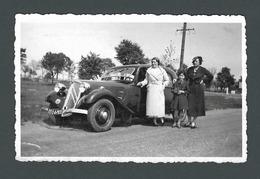 Photo Ancienne Real Snapshot Voiture Ancienne Automobile Old Car Avec PIN UP Posant Fièrement Devant - Automobili