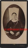 CDV Vers 1880--vendée- Femme En Costume Traditionnel Et Coiffe Photo Gaborit à Fontenay - Antiche (ante 1900)