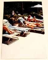 Vieille Photo De Gens Attrapant Le Soleil - Old Photograph Of People Catching Sun - Personas Anónimos