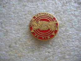 Pin's De La Ligue D'Aquitaine De Tir. FFT (Federation Francaise De Tir) - Tir à L'Arc