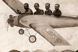 Amusante Carte Photo Originale Bande De Jeunes à La Fête Foraine Posant à 4 Dans Un Avion Décor Au Dessus D'un Lac - Luftfahrt