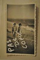 Femme Fille En Maillot De Bain Sur La Plage De Hyeres En 1955  Pin Up - Pin-ups