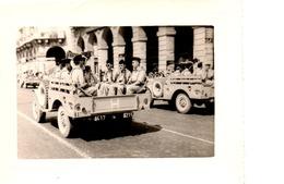 1 Lot De 6 Photos ,armée Française En Algérie Avec Défilé 14 Juillet. - Krieg, Militär