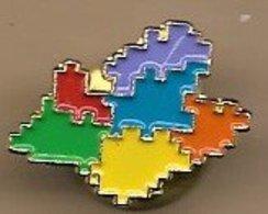 Pin's (signé PUNCH) Puzzle Multicolore Région PACA - Administrations