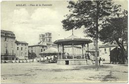 CPA DE MILLAU  (AVEYRON)  PLACE DE LA FRATERNITE - Millau