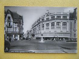 TROUVILLE SUR MER. Les Nouvelles Galeries Et La Rue Victor Hugo. - Trouville