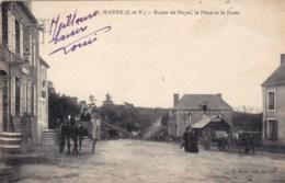 35 - Ille Et Vilaine -  MAURE - Route De Noyal - La Place Et La Poste ( Animée, Attelage ) - Altri Comuni