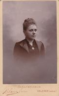 Photo. C.D.V. : Portrait De Femme  : N° 21926 : Photographie - BLAIN Fréres  - Valence - Drome ( Tranche Foncée ) - Alte (vor 1900)