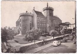 Angouleme: SIMCA 5 FOURGONETTE, & 5 SEDAN, CAMION - L'Hotel De Ville Et Les Jardins - Voitures De Tourisme