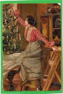 Gaufrée, Relief, Dorures - Femme Sur Escabeau Décorant Un Arbre De Noël - Tarjetas De Fantasía