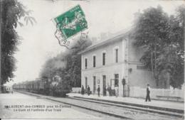 33- St Laurent Des Combes - La Gare Et L'arrivée D'un Train - France