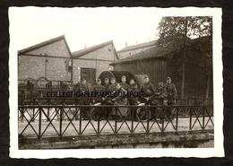 TOP - MONTREUIL SUR BLAISE - VAUX - SOLDATS ALLEMANDS ET MOTOS SUR LE PONT DE L' USINE EN AVRIL 1941 - Autres Communes