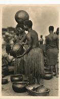 Real Photo Lusambo Congo Marché De Poteries  Femmes Seins Nus En Pagne . L' Afrique Qui Disparait Zagourski - Afrique Du Sud, Est, Ouest